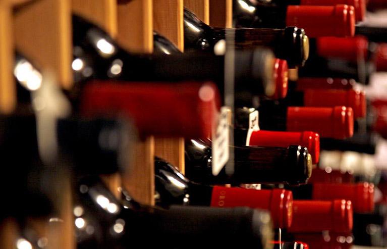 diseños creativos de etiquetas para botellas de vino